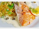 Grilovaný losos s kaparovou omáčkou, italské těstoviny