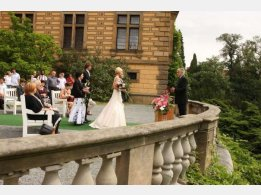 Obřad na zámku - nádvoří