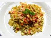 Tagliatelle s česnekem, olivovým olejem, papričkou a krevetami