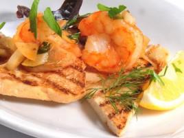 Tygří krevety s česnekovým máslem, koprem a teplým toastem